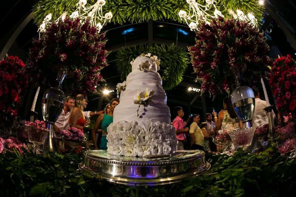 B-BLUE-BEACHOUSES-bahia-bolo-casamento-ao-ar-livre-casamento-julia-e-diogo-casamento-na-praia-fotografia-Bianca-Martinez-mesa-de-doces-casamento-57