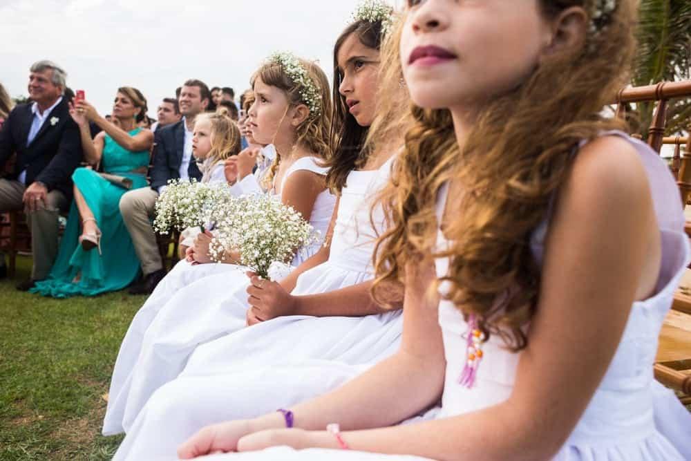 B-BLUE-BEACHOUSES-bahia-casamento-ao-ar-livre-casamento-julia-e-diogo-casamento-na-praia-cerimônia-daminhas-fotografia-Bianca-Martinez-casamento-21