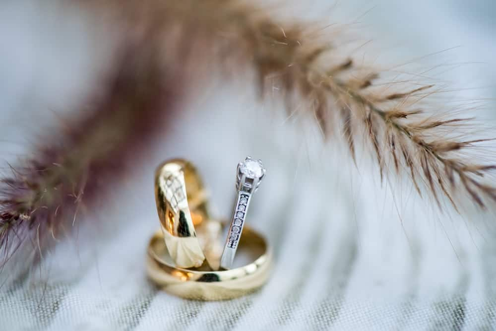 alianças-casamento-boho-chic-casamento-colorido-casamento-paula-e-caio-Foto-Marina-Fava-Lajedo-Rio-de-Janeiro-casamento-7-1