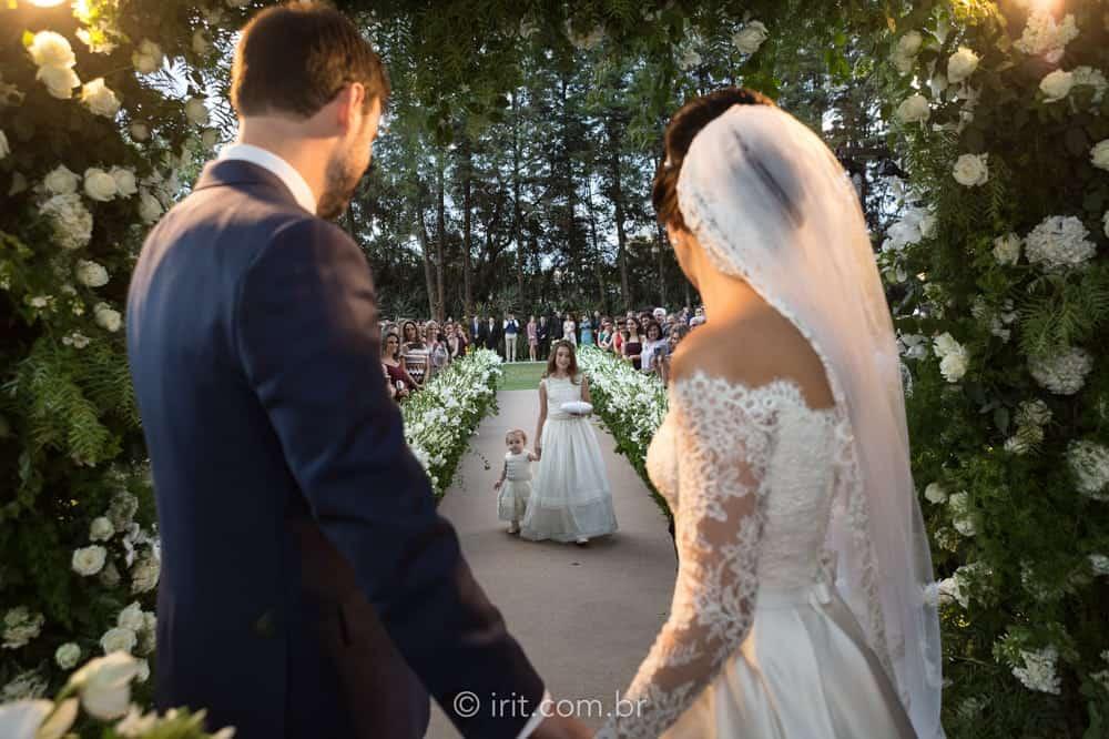 casamento-ao-ar-livre-casamento-clássico-casamento-ingrid-e-lucas-casamento-na-fazenda-cerimônia-fazenda-dona-catarina-irit-fotografias-São-Paulo-casamento-10