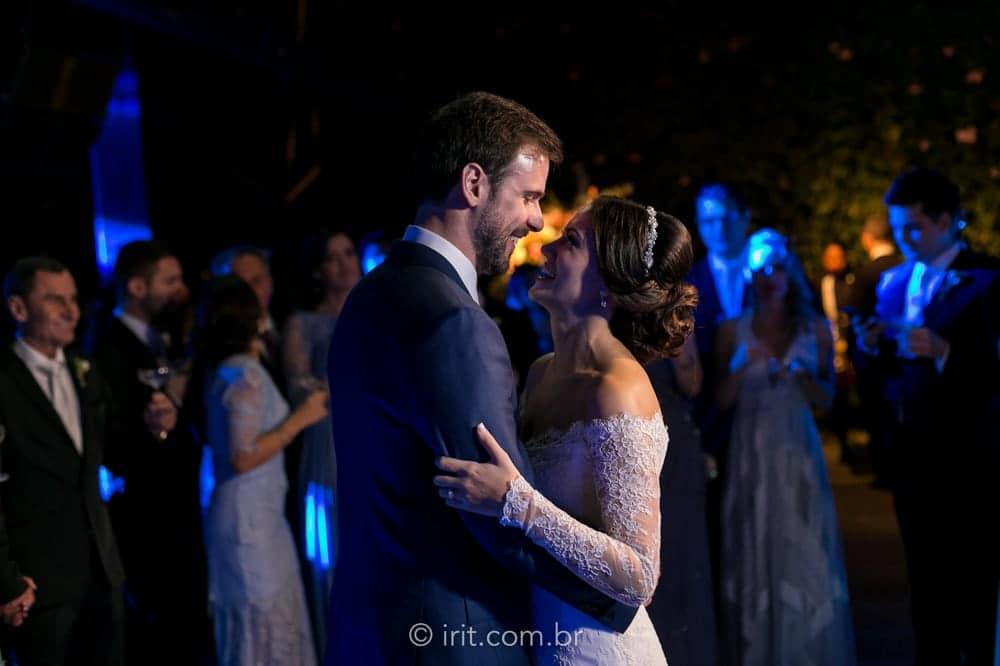 casamento-ao-ar-livre-casamento-clássico-casamento-ingrid-e-lucas-casamento-na-fazenda-dança-dos-noivos-fazenda-dona-catarina-festa-irit-fotografias-São-Paulo-casamento-9