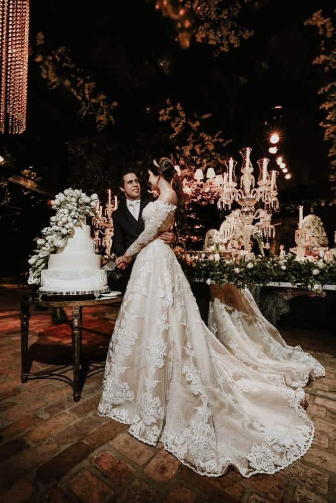 casamento-clássico-casamento-fernanda-e-jim-corte-do-bolo-Espaço-Loy-fotografia-Georgeana-Godinho-anderson-Costa-fotografia-The-Dream-Studio-Ribeirão-Preto-casamento-78