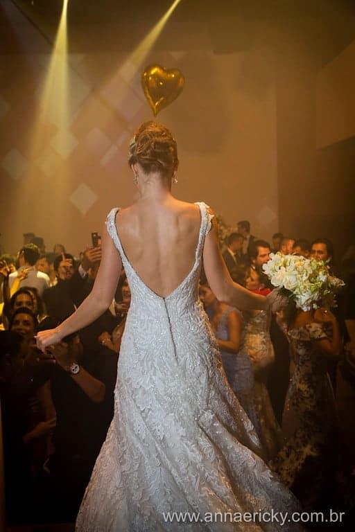 costas-vestido-dani-e-dante-casamento-tradicional-foto-anna-e-ricky
