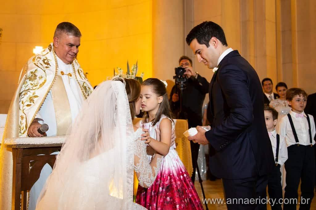 daminha-dani-e-dante-casamento-tradicional-anna-e-ricky-foto