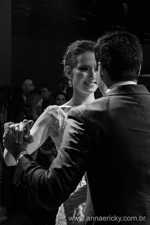 dança-dos-noivos-casamento-tradicional-dani-e-dante-foto-anna-e-ricky