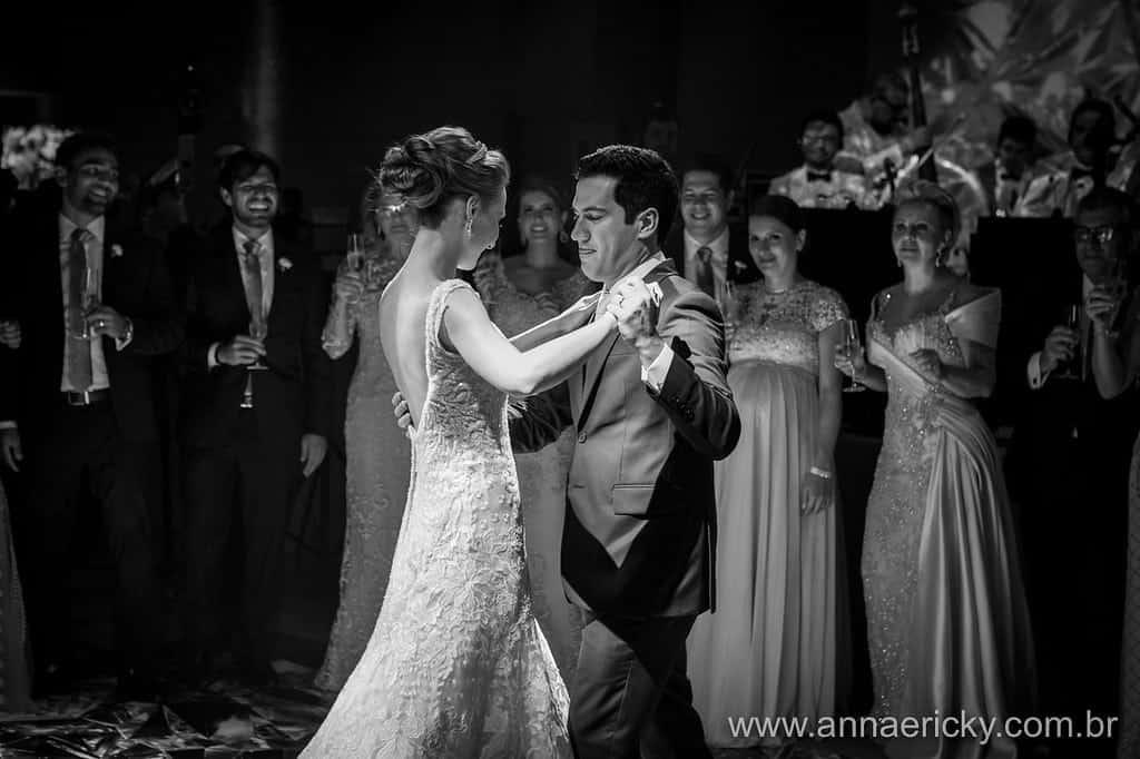 dança-dos-noivos-casamento-tradicional-dani-e-dante-fotografia-anna-e-ricky