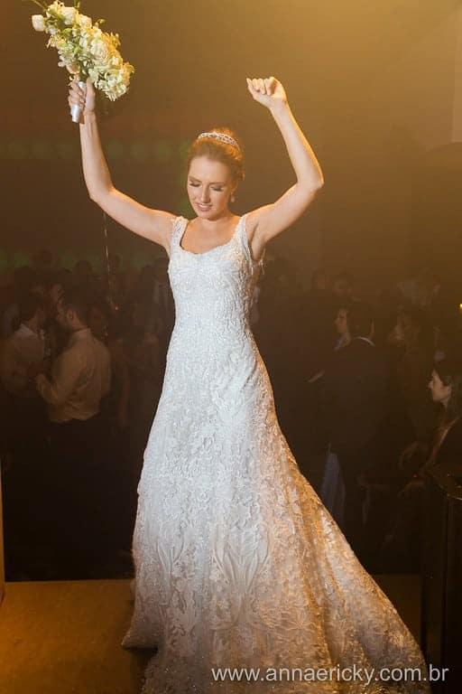 festa-vestido-dani-e-dante-casamento-tradicional-foto-anna-e-ricky