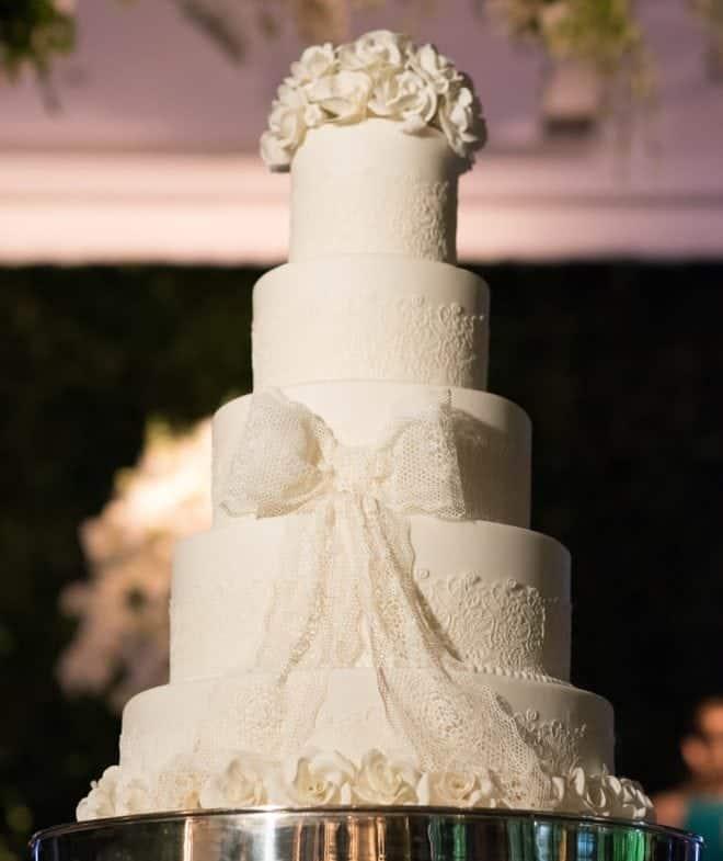 bolo-Casamento-Cinthya-e-Raphael-casamento-clássico-casamento-tradicional-Fotografia-Marina-Fava-Igreja-Nossa-Senhora-do-Monte-Carmo-Jockey-Clube-Salão-Vitória-Rio-de-Janeiro-casamento-94-e1533304865179