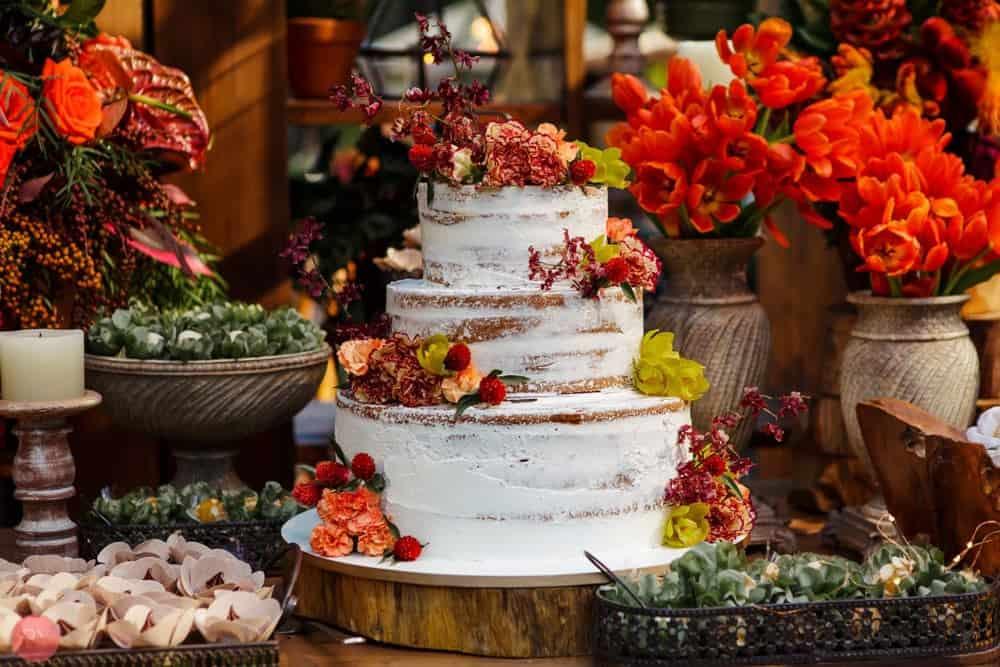 bolo-casamento-ao-ar-livre-casamento-boho-casamento-na-serra-destination-wedding-fotografia-Rodrigo-Ryfer-Rio-de-Janeiro-Tancamana-Vale-do-Cuiabá-casamento-46