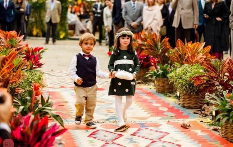 casamento-ao-ar-livre-casamento-boho-casamento-na-serra-cerimônia-daminhas-destination-wedding-fotografia-Rodrigo-Ryfer-pajens-POST-Rio-de-Janeiro-Tancamana-Vale-do-Cuiabá-casamento-23-750x475