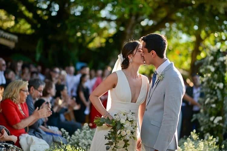 casamento-na-praia-cerimonia-de-dia-buzios-Raquel-Abdu