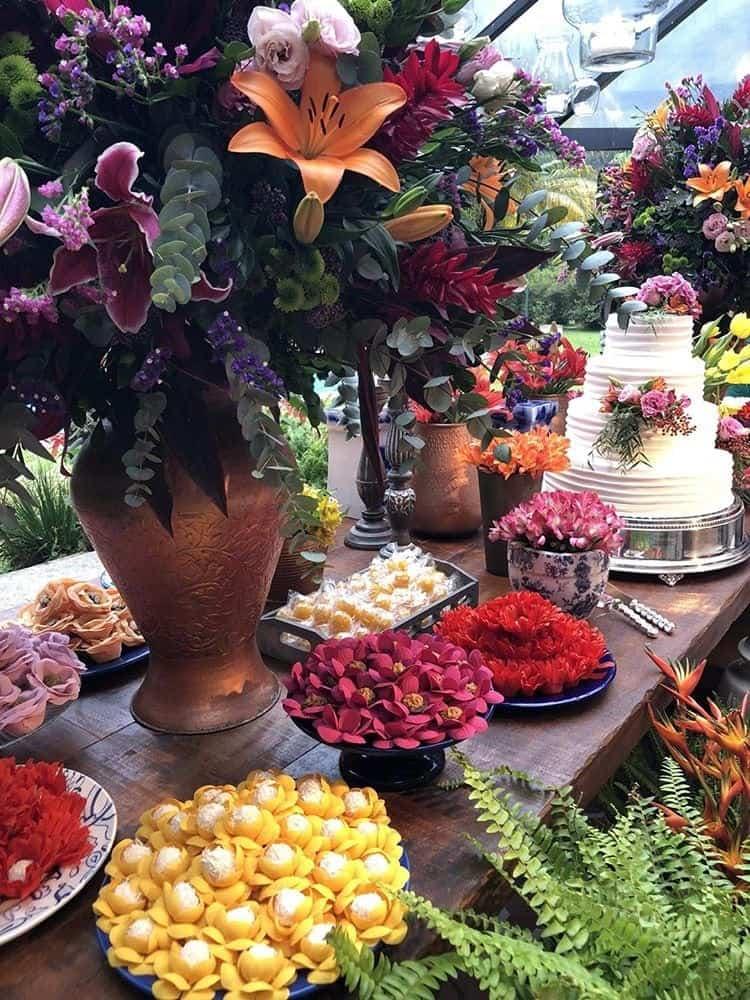 Jardins-do-alto-Casamento-de-dia-mesa-de-doces-arranjo