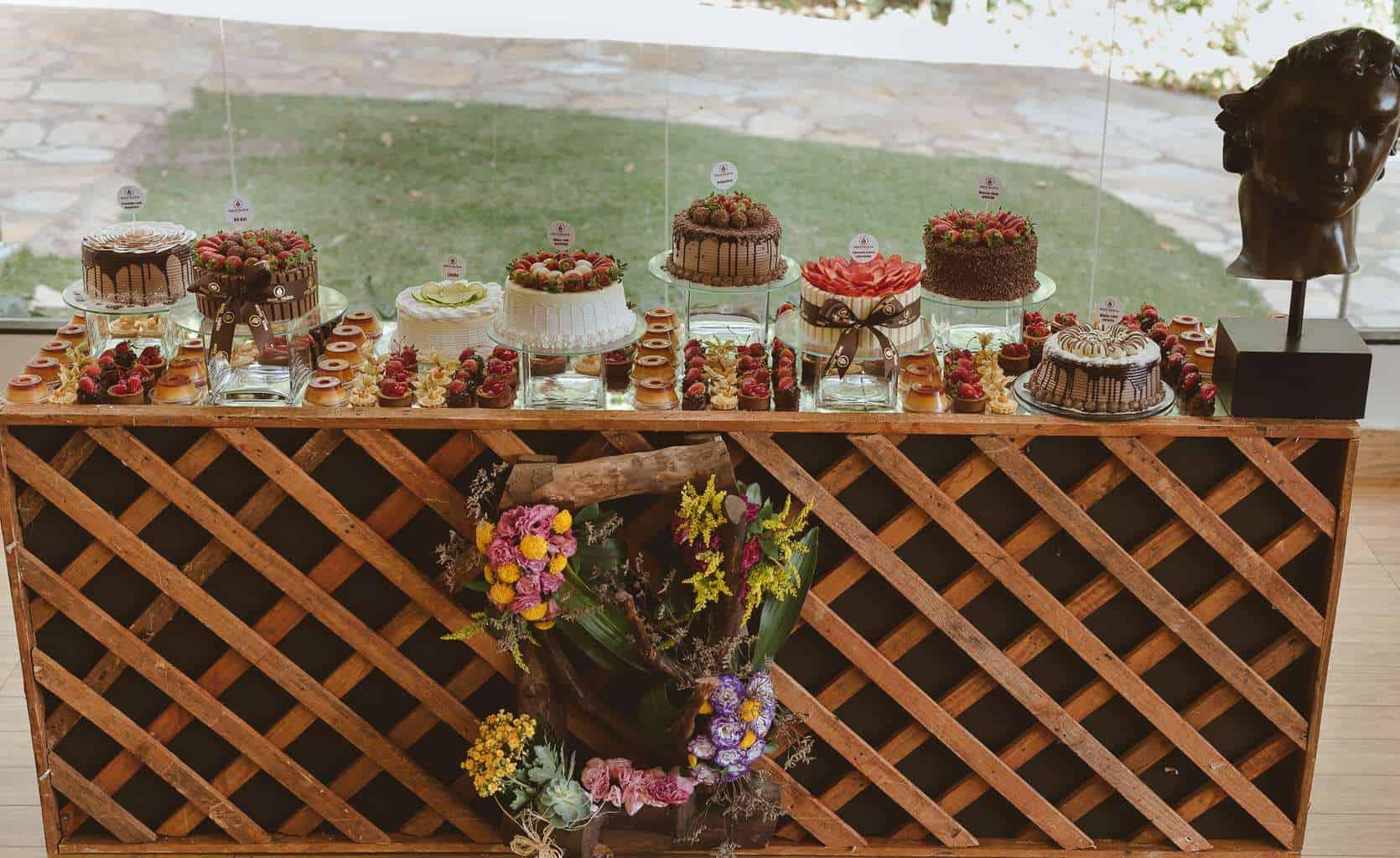 bolo-casamento-ao-ar-livre-casamento-boho-casamento-geek-casamento-rustico-casamento-Thais-e-Pedro-Revoar-Fotografia-Villa-Borghese-Eventos-16