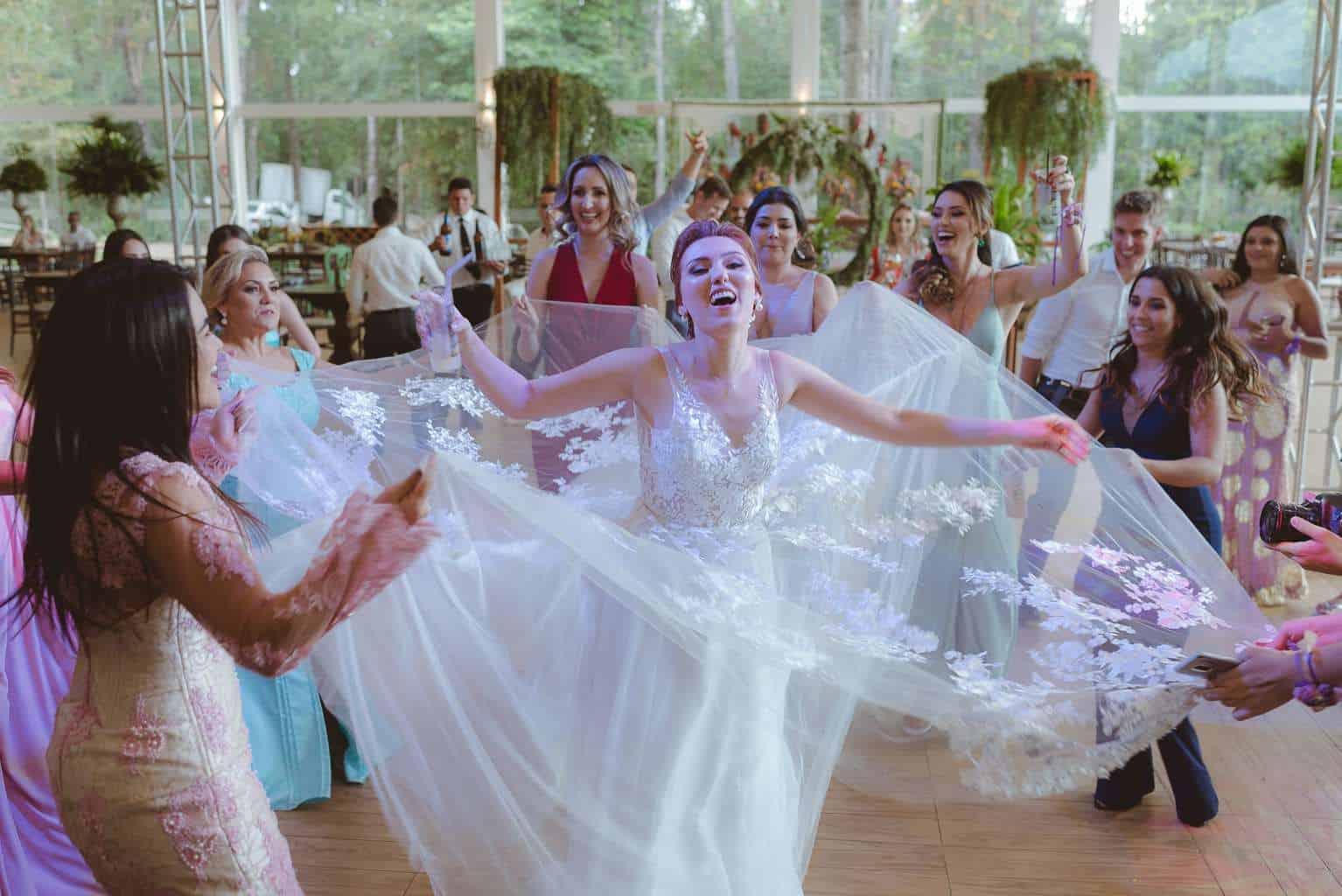 casamento-ao-ar-livre-casamento-boho-casamento-geek-casamento-rustico-casamento-Thais-e-Pedro-festa-Revoar-Fotografia-Villa-Borghese-Eventos-85