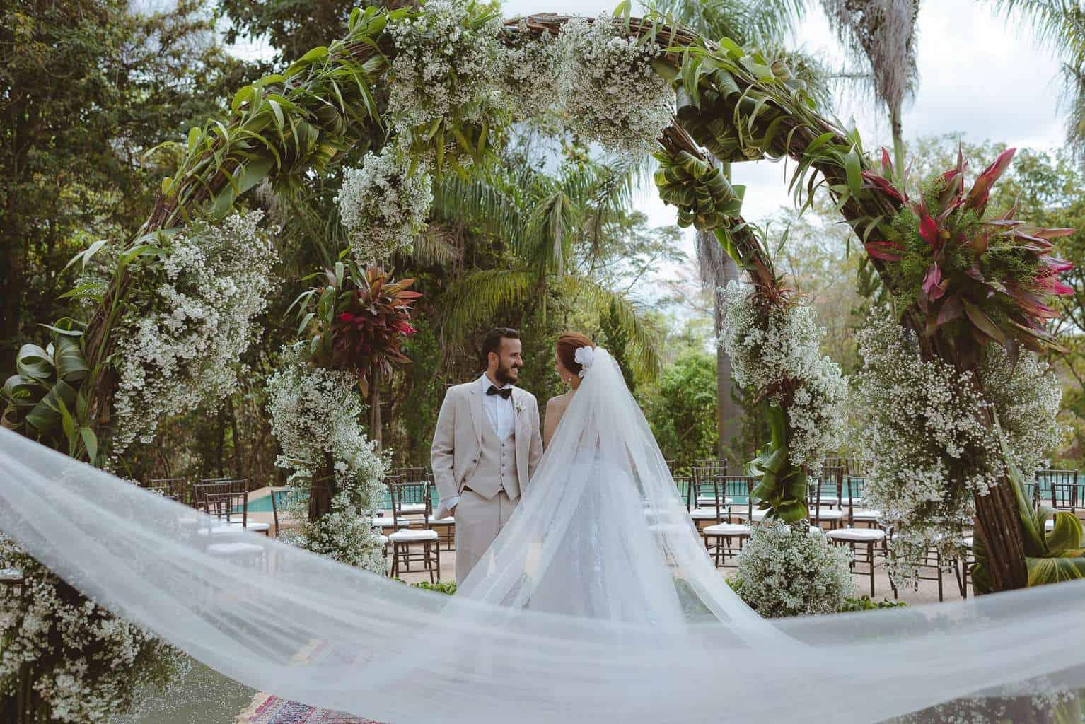 casamento-ao-ar-livre-casamento-boho-casamento-geek-casamento-rustico-casamento-Thais-e-Pedro-noivos-Revoar-Fotografia-Villa-Borghese-Eventos-37
