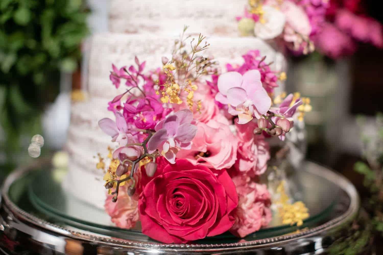 bolo-casamento-boho-chic-casamento-Luisa-e-David-decoração-rosa-pink-Fotografia-Rodrigo-Sack-Largo-do-Arruda-naked-cake-Rio-de-Janeiro-16