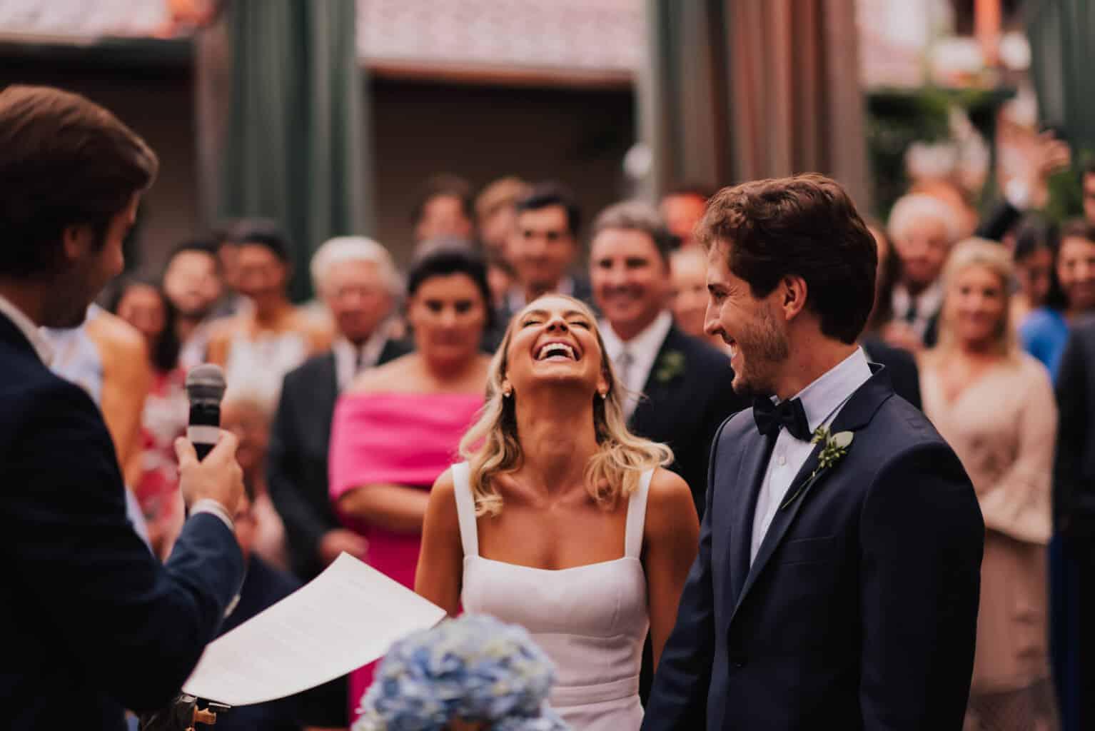 casamento-Maitê-e-Breno-cerimonia-no-jardim-Fotografia-Mana-Gollo-Hotel-Timbó-Park-noivos-no-altar47-1