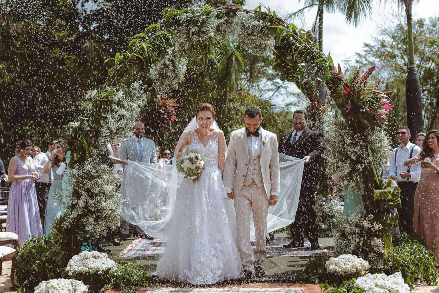 casamento-ao-ar-livre-casamento-boho-casamento-geek-casamento-rustico-casamento-Thais-e-Pedro-cerimônia-decor-cerimônia-Revoar-Fotografia-Villa-Borghese-Eventos-35
