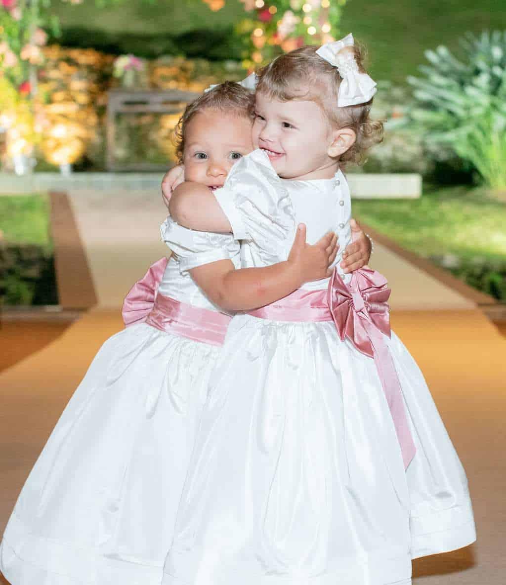 casamento-boho-chic-casamento-Luisa-e-David-daminhas-Fotografia-Rodrigo-Sack-Largo-do-Arruda-Rio-de-Janeiro-vestido-de-daminha-rosa-e-branco-22