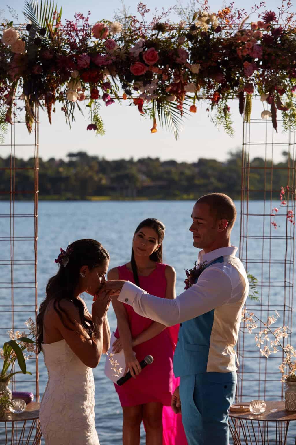 casamento-bruna-e-frederic-cerimonia-ao-ar-livre-cerimonial-camila-luz-decor-renata-paraiso-decoracao-boho-fotos-dos-noivos44