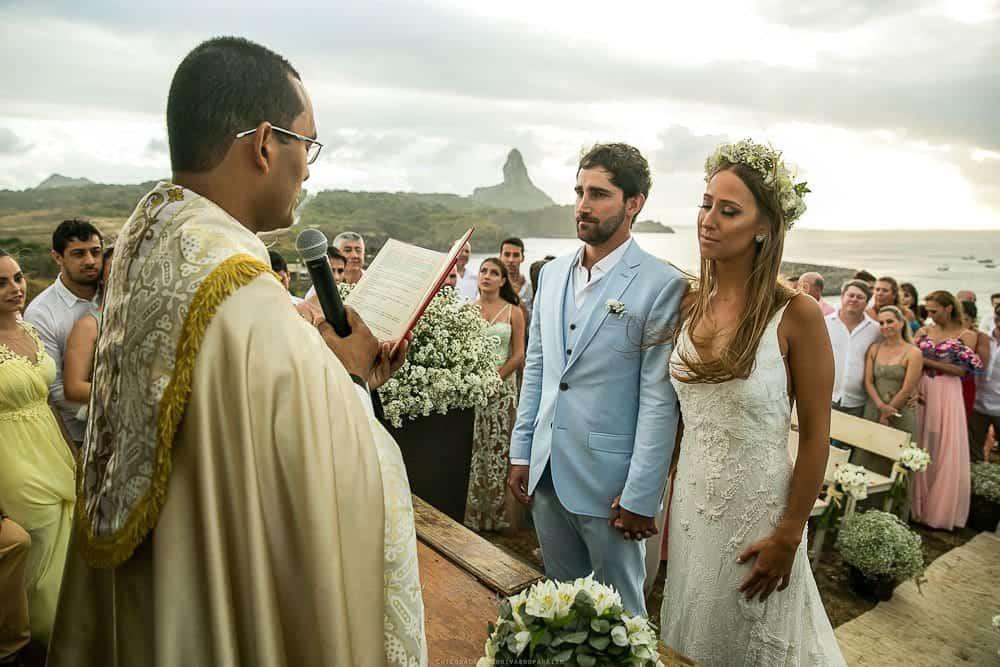 Camila-e-Lucca-Casamento-na-praia-Cerimônia-Fernando-de-Noronha-Marcela-Montenegro-CaseMe-Revista-de-casamentoCB025712