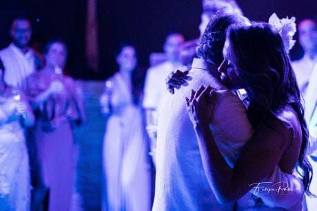casamento-ao-ar-livre-casamento-de-dia-casamento-Maira-e-Erick-casamento-na-praia-dança-dos-noivos-Fotografia-Filipe-Paes-Studio-47-Luaia-Cabanas-Maresias-São-Paulo-44-1
