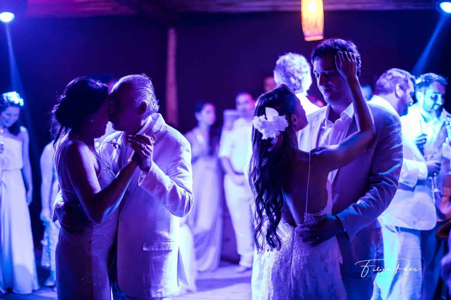 casamento-ao-ar-livre-casamento-de-dia-casamento-Maira-e-Erick-casamento-na-praia-dança-dos-noivos-festa-Fotografia-Filipe-Paes-Studio-47-Luaia-Cabanas-Maresias-São-Paulo-34-1