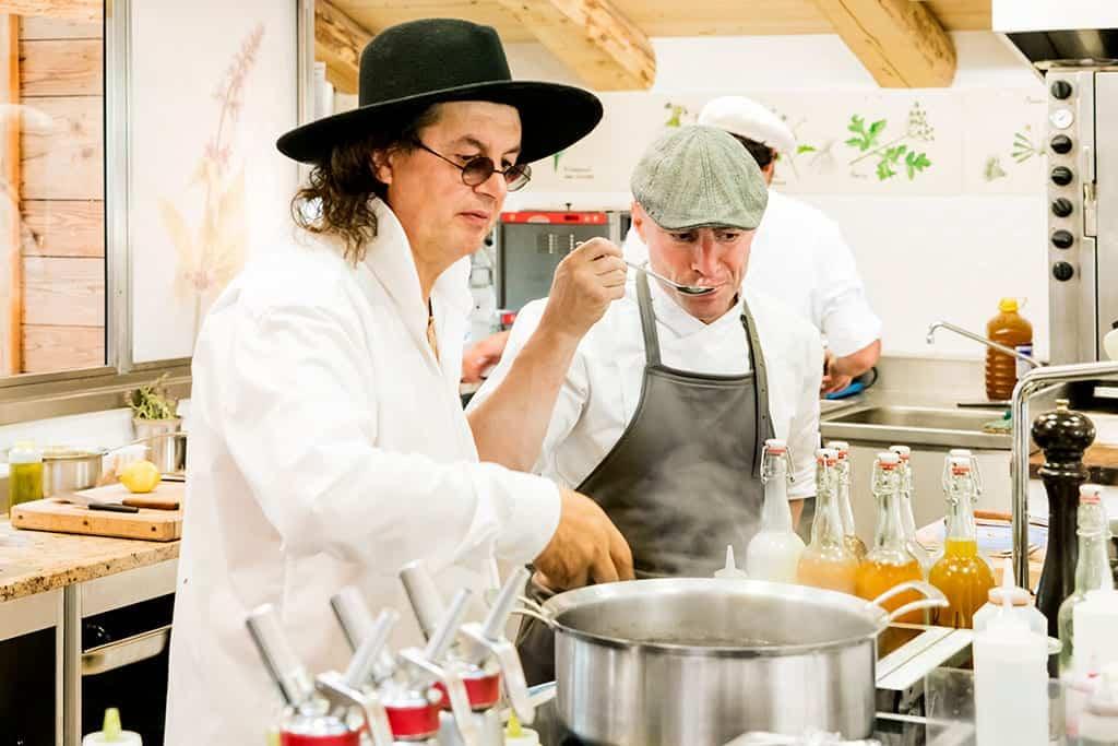 chef-cozinha-restaurante-La-Maison-des-Bois-restaurante-lua-de-mel-franca-megeves.jpg