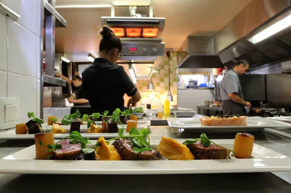 cozinha-Le-Sérac-restaurante-lua-de-mel-franca-megeves.jpg