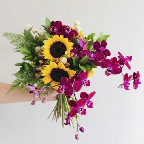 5-buque-de-noiva-desconstru-do-colorido-orqu-dea-e-girasol-flores-caseme-inspira-es-de-casamento-wedding-inspiration