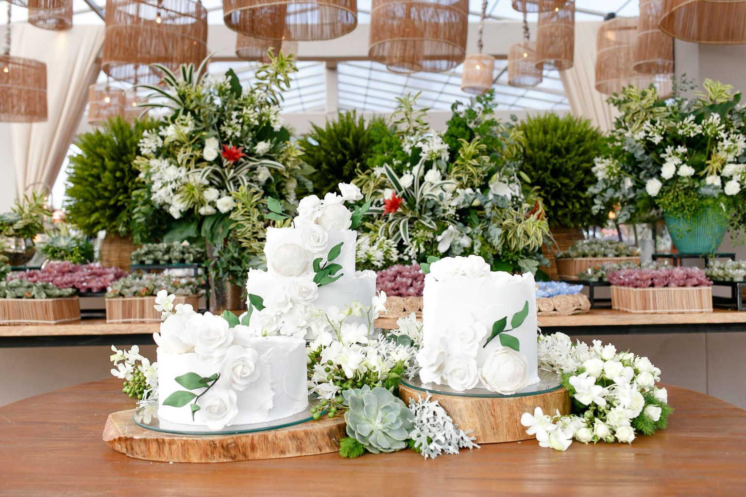 AL-Aline-e-Mauricio-bolo-de-casamento-capela-dos-milagres-casamento-casamento-na-praia-decoracao-de-casamento23-1
