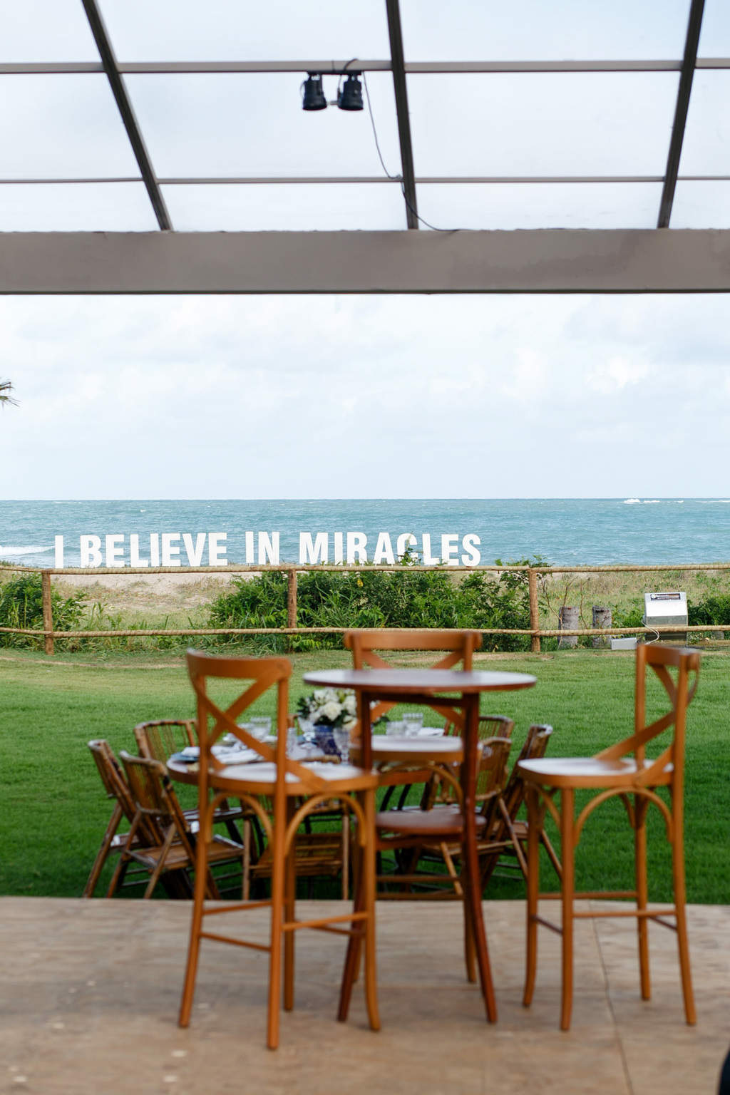 AL-Aline-e-Mauricio-bolo-de-casamento-capela-dos-milagres-casamento-casamento-na-praia-decoracao-de-casamento28-1