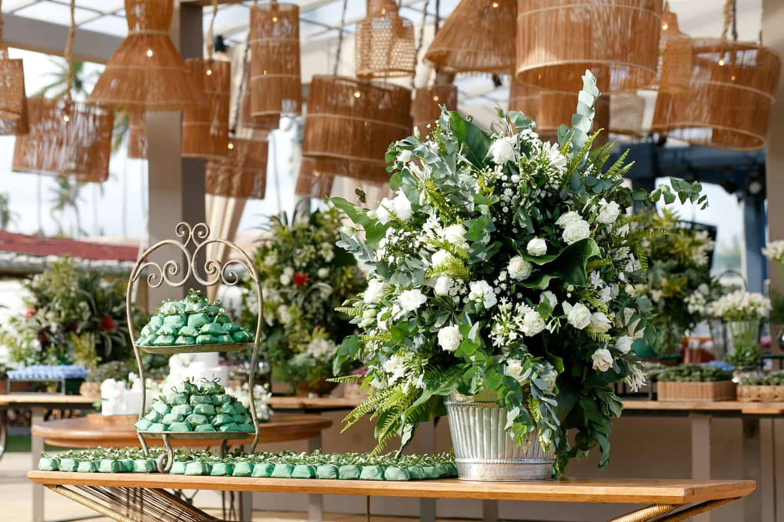 AL-Aline-e-Mauricio-bolo-de-casamento-capela-dos-milagres-casamento-casamento-na-praia-decoracao-de-casamento31-1
