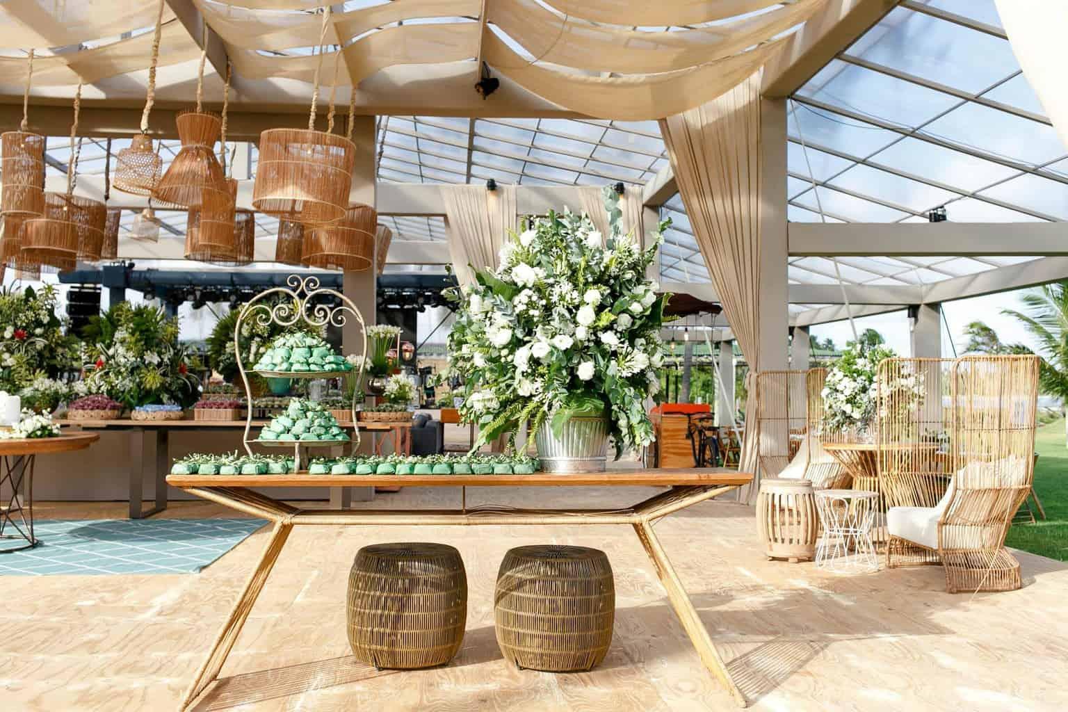 AL-Aline-e-Mauricio-bolo-de-casamento-capela-dos-milagres-casamento-casamento-na-praia-decoracao-de-casamento32-1