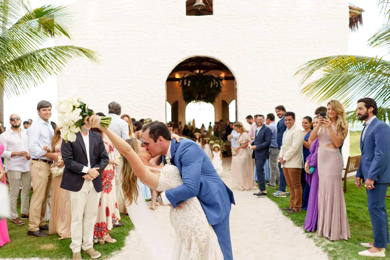 AL-Aline-e-Mauricio-capela-dos-milagres-casamento-casamento-na-praia-cerimonia-na-igreja-noivos-na-igreja-saida-dos-noivos101-1