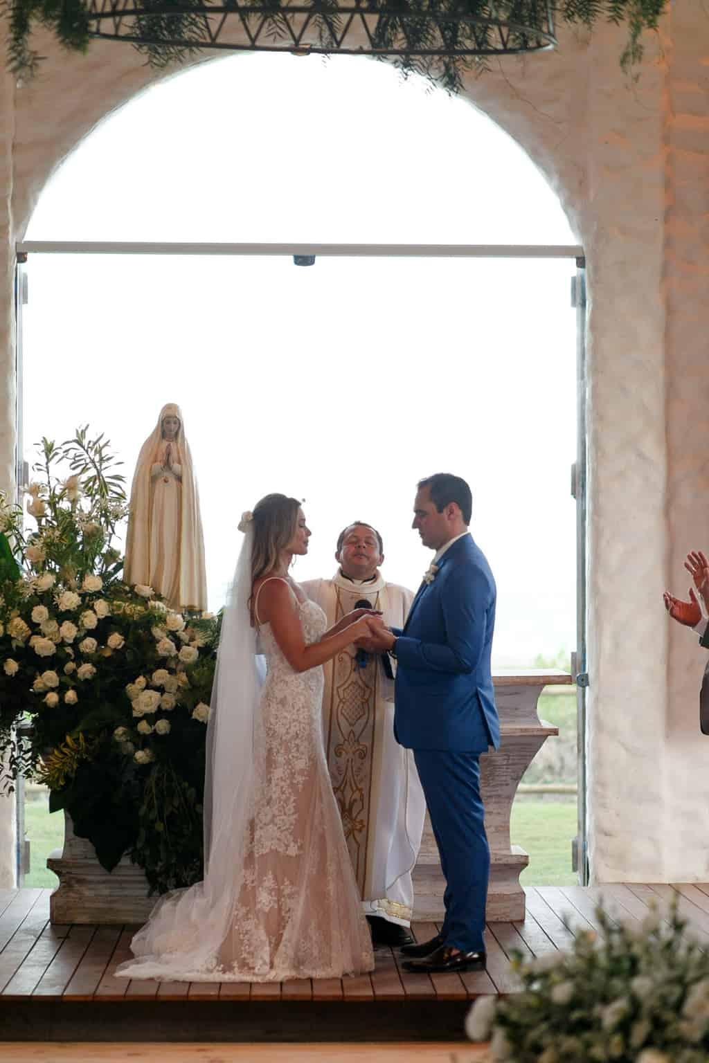 AL-Aline-e-Mauricio-capela-dos-milagres-casamento-casamento-na-praia-cerimonia-na-igreja-noivos-na-igreja86