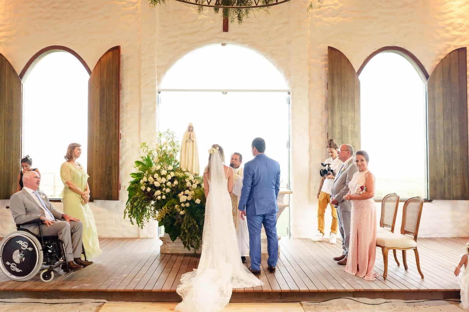 AL-Aline-e-Mauricio-capela-dos-milagres-casamento-casamento-na-praia-cerimonia-na-igreja-noivos-na-igreja88