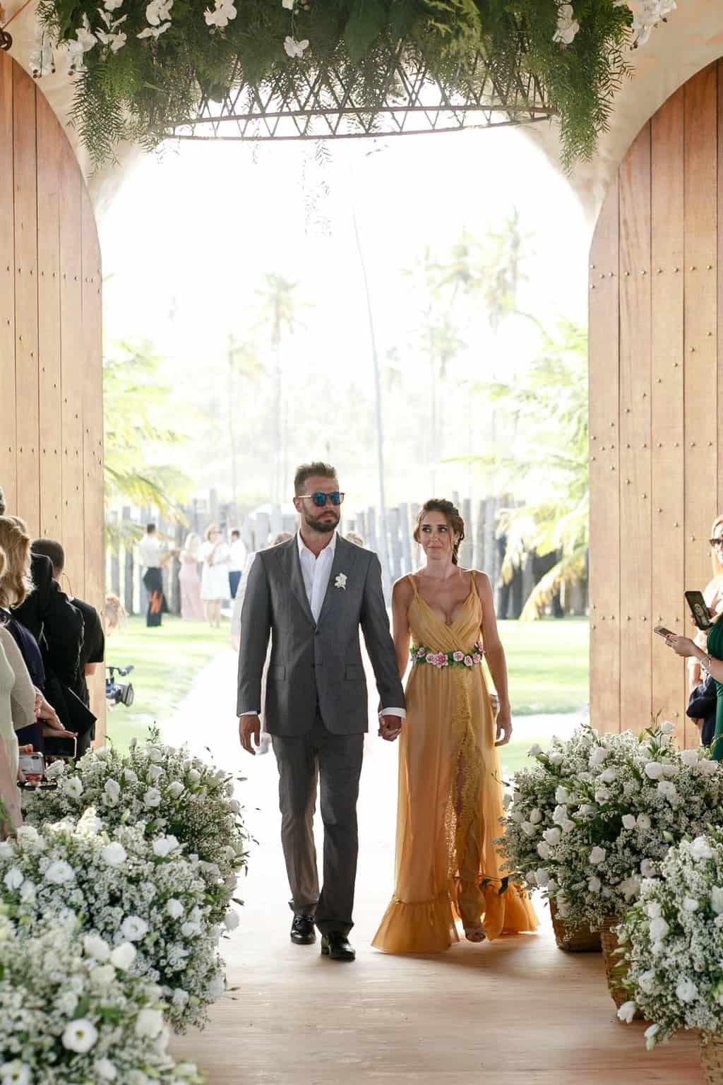 AL-Aline-e-Mauricio-capela-dos-milagres-casamento-casamento-na-praia-cortejo-madrinhas-padrinhos37