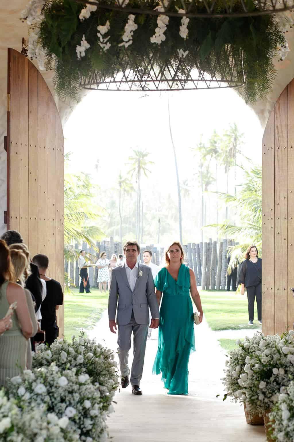AL-Aline-e-Mauricio-capela-dos-milagres-casamento-casamento-na-praia-cortejo-madrinhas-padrinhos39