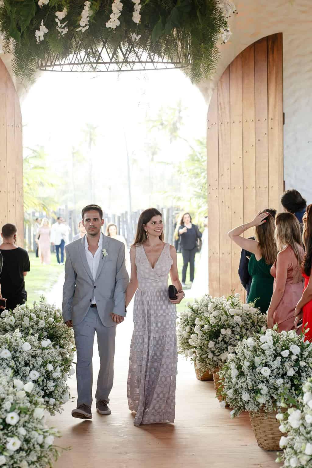 AL-Aline-e-Mauricio-capela-dos-milagres-casamento-casamento-na-praia-cortejo-madrinhas-padrinhos40