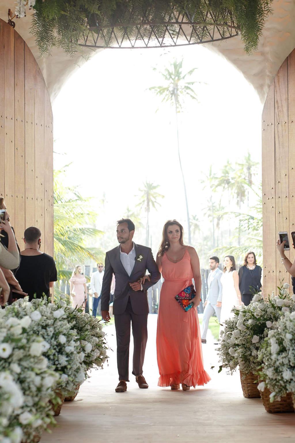 AL-Aline-e-Mauricio-capela-dos-milagres-casamento-casamento-na-praia-cortejo-madrinhas-padrinhos41