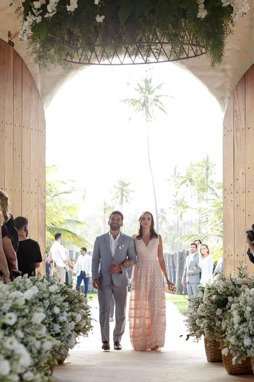 AL-Aline-e-Mauricio-capela-dos-milagres-casamento-casamento-na-praia-cortejo-madrinhas-padrinhos42