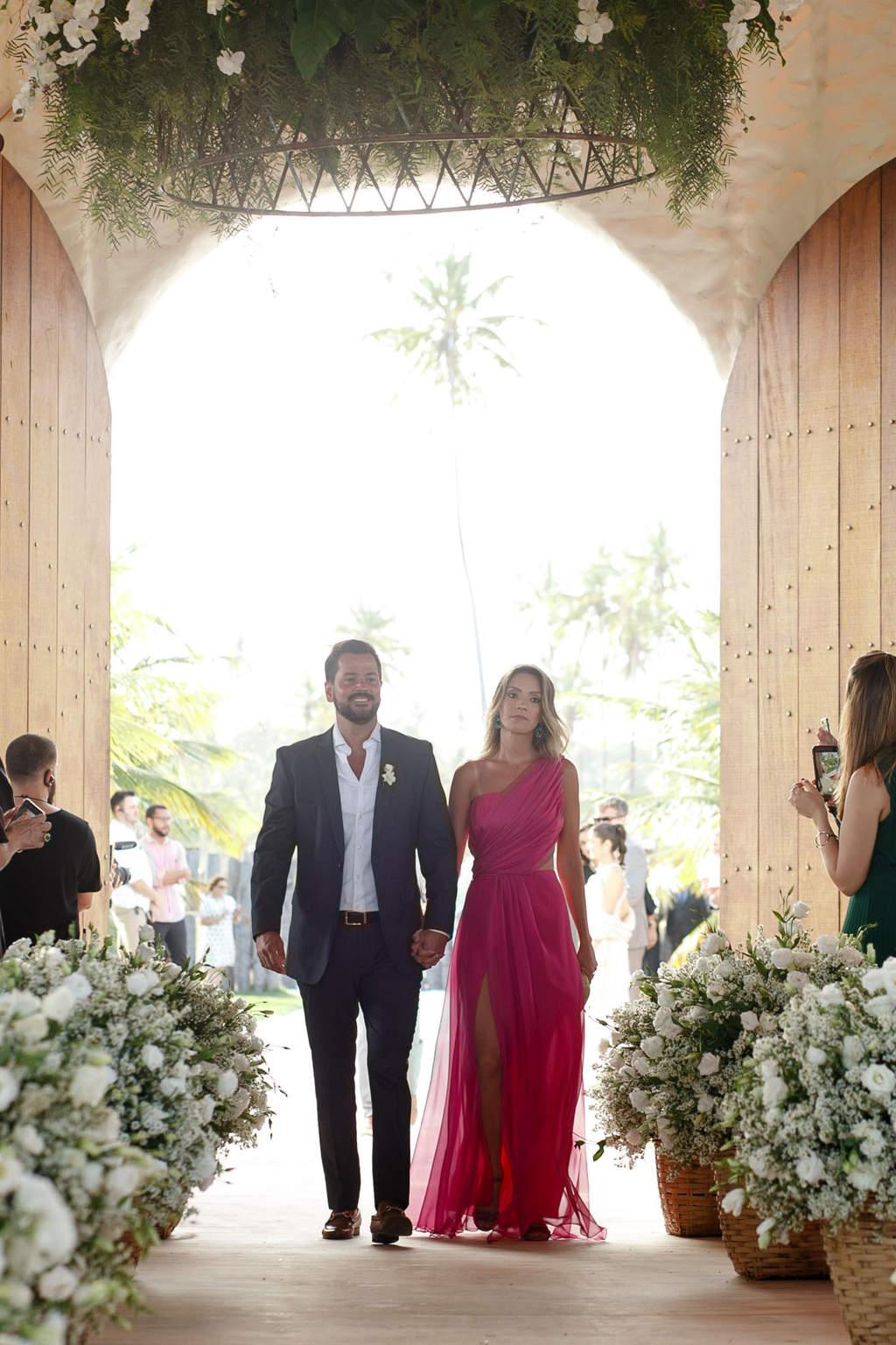 AL-Aline-e-Mauricio-capela-dos-milagres-casamento-casamento-na-praia-cortejo-madrinhas-padrinhos43