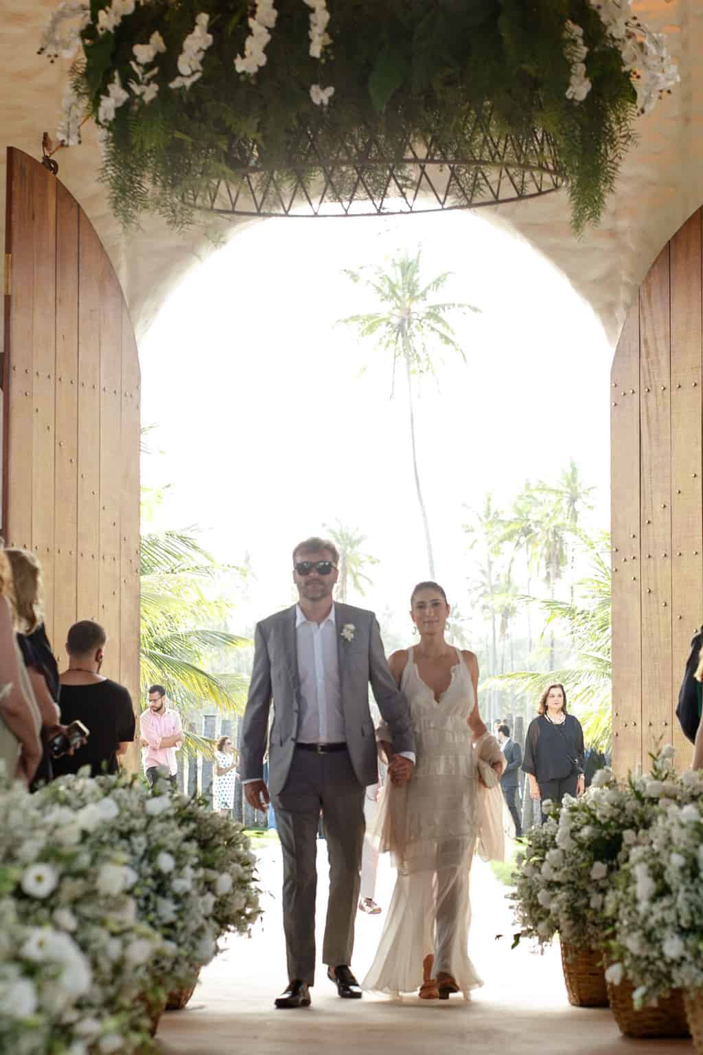 AL-Aline-e-Mauricio-capela-dos-milagres-casamento-casamento-na-praia-cortejo-madrinhas-padrinhos45
