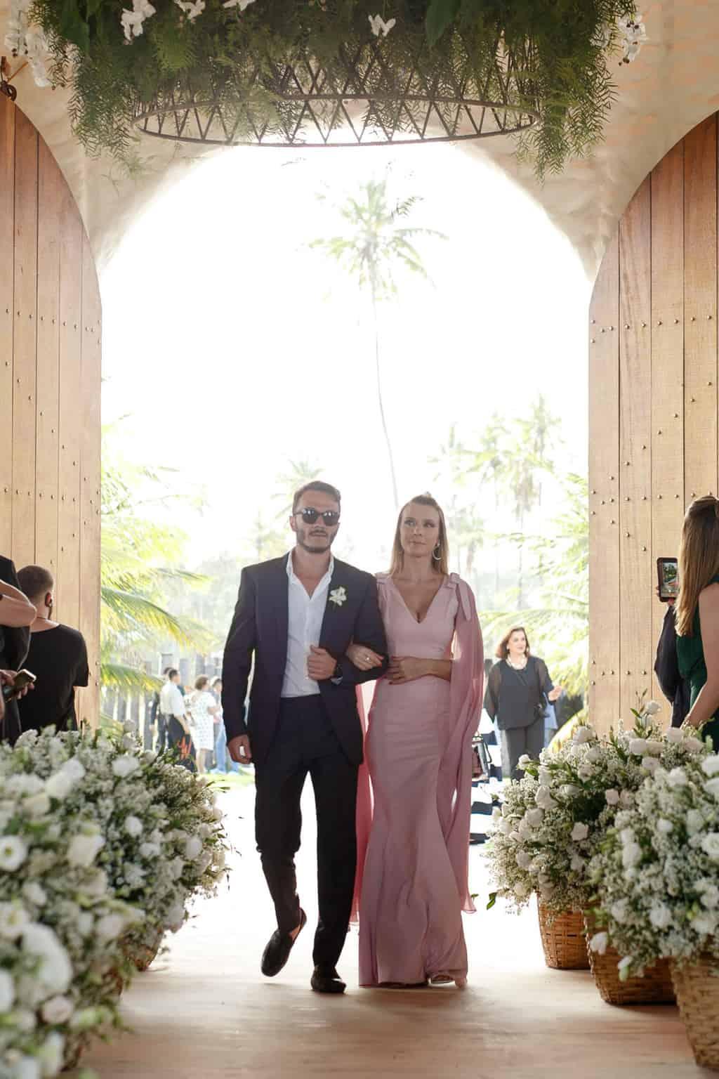 AL-Aline-e-Mauricio-capela-dos-milagres-casamento-casamento-na-praia-cortejo-madrinhas-padrinhos47