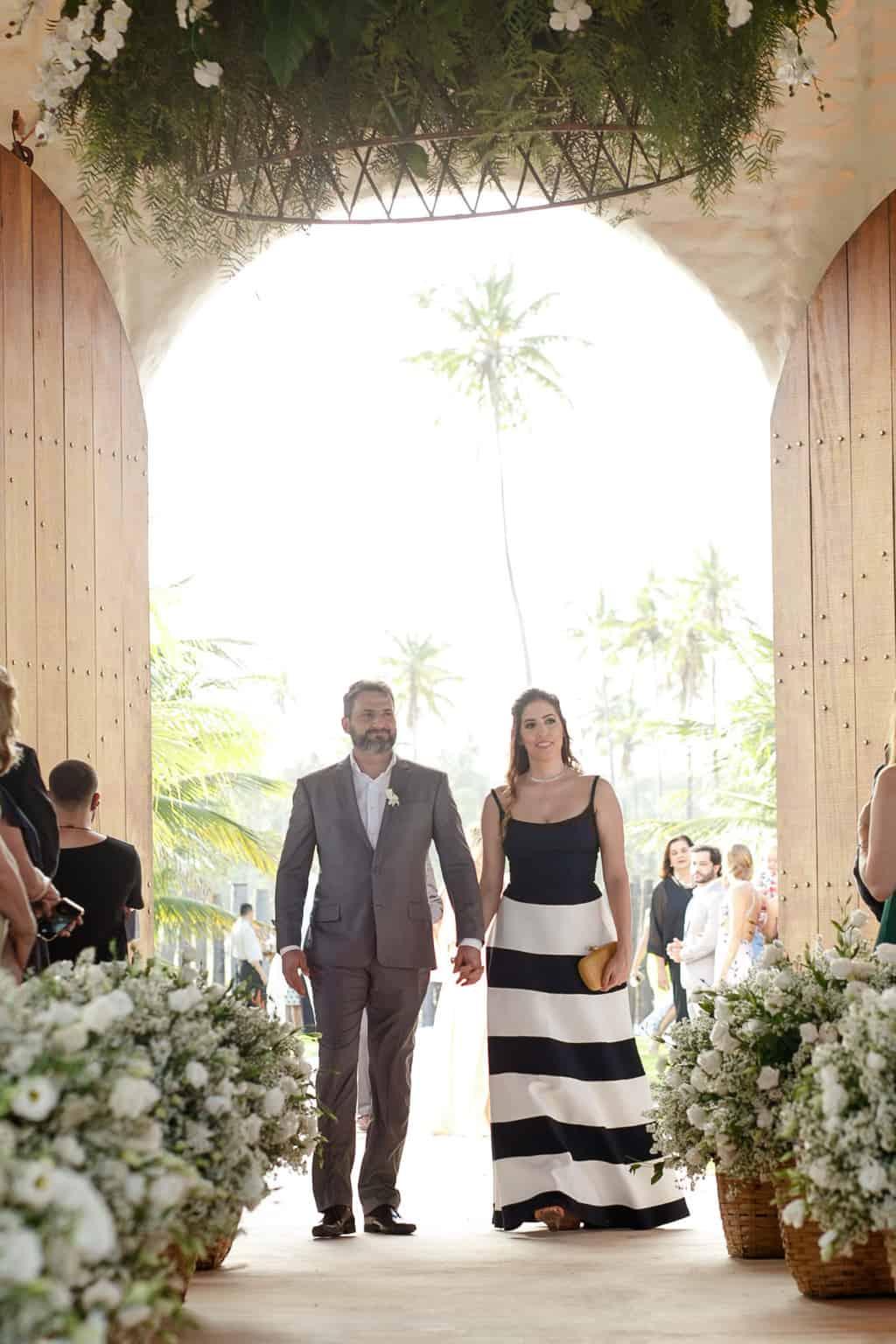 AL-Aline-e-Mauricio-capela-dos-milagres-casamento-casamento-na-praia-cortejo-madrinhas-padrinhos48