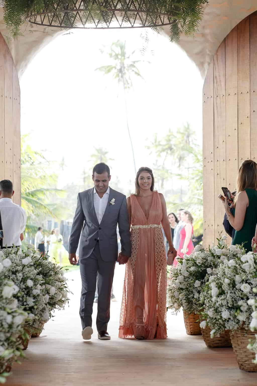 AL-Aline-e-Mauricio-capela-dos-milagres-casamento-casamento-na-praia-cortejo-madrinhas-padrinhos54