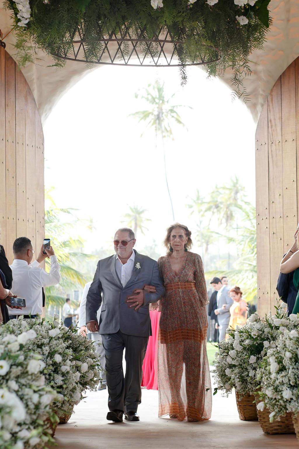 AL-Aline-e-Mauricio-capela-dos-milagres-casamento-casamento-na-praia-cortejo-madrinhas-padrinhos55