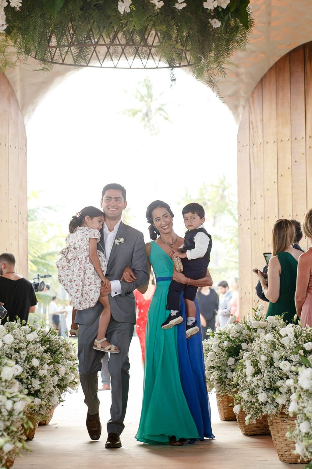 AL-Aline-e-Mauricio-capela-dos-milagres-casamento-casamento-na-praia-cortejo-madrinhas-padrinhos58