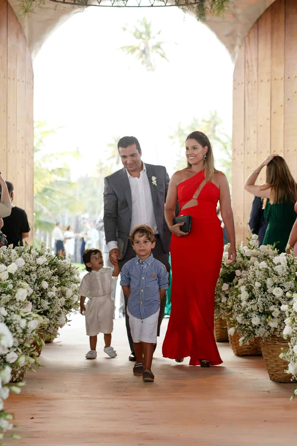 AL-Aline-e-Mauricio-capela-dos-milagres-casamento-casamento-na-praia-cortejo-madrinhas-padrinhos65
